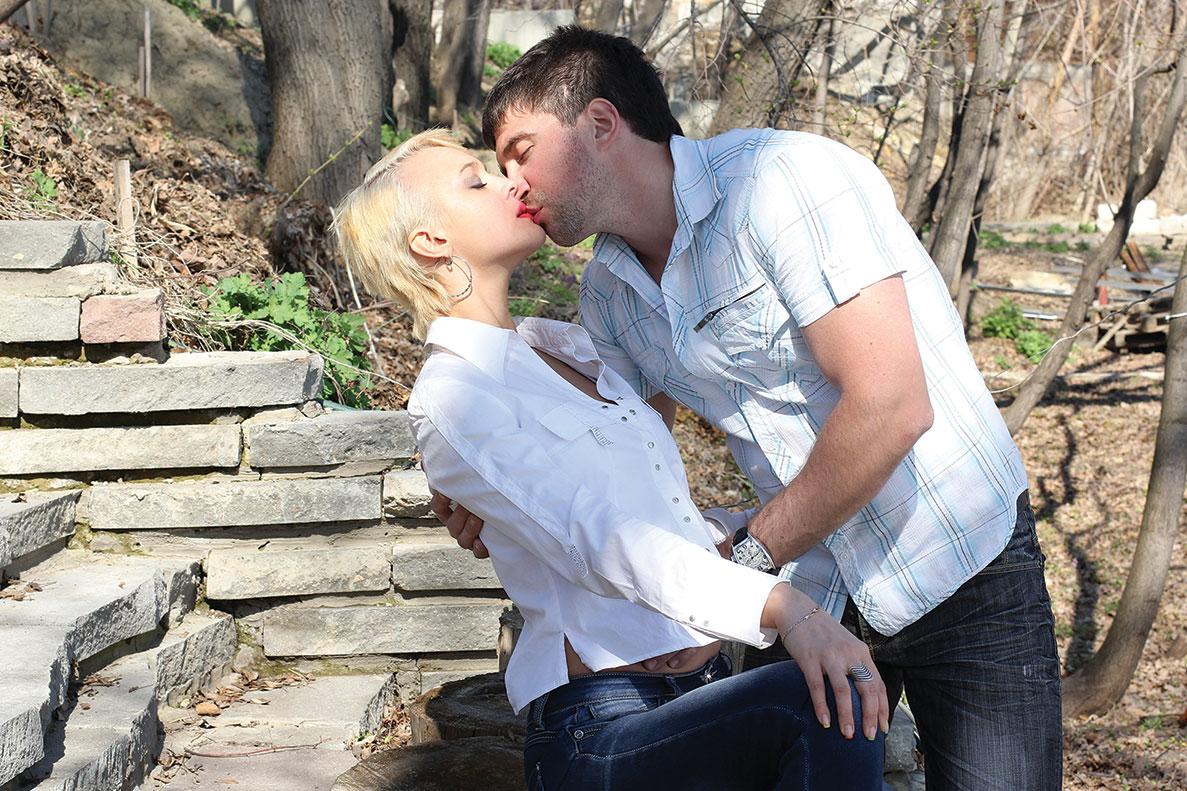 При сексе парень целует ноги парню 21 фотография