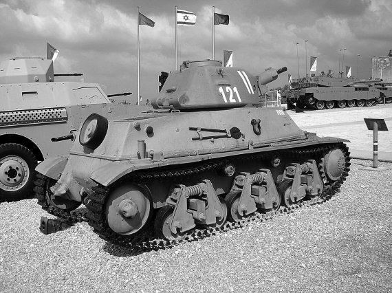 Нас собственно интересуют танки