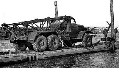 Рисунок 1.Понтонный автомобиль ЗИЛ-157 с механизмами завинчивания свай.  Винтовые сваи - это сваи, состоящие из...