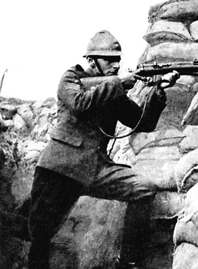 Французский снайпер поджидает