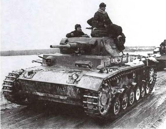 Колонна трофейных боевых машин танк pz