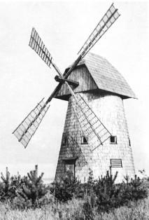 Ветряная мельница коллективного пользования 19 века в Клецке, перенесенная из д.Залешаны и маленькая мельница...