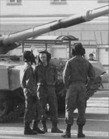 Очередную годовщину Победы танкисты встретили в новой форме от Валентина Юдашкина и шлемах нового образца ТШ-4...