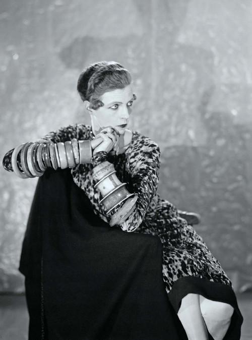 Русская красотка мария демонстрирует свое великолепное тело у бассейна фото 84-960